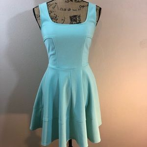 Lulu's mint green dress